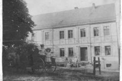 Familie Theodor Weber um 1907 vor der Mühle
